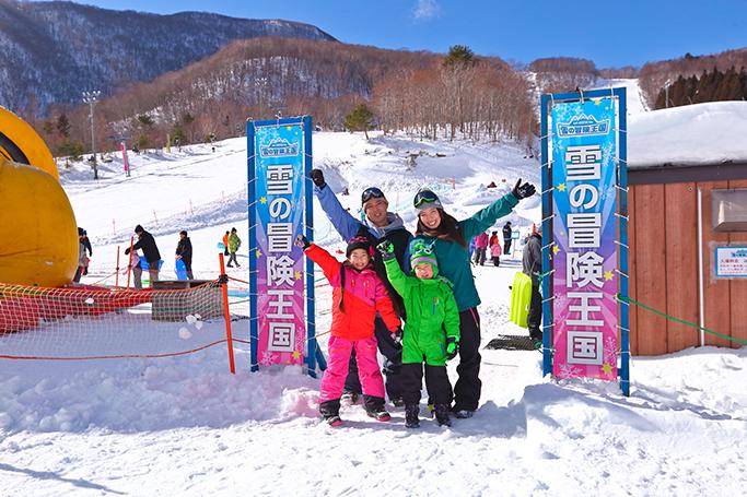 雪遊びを思いっきり楽しむ(スプリングバレー泉高原スキー場)「雪の冒険王国」