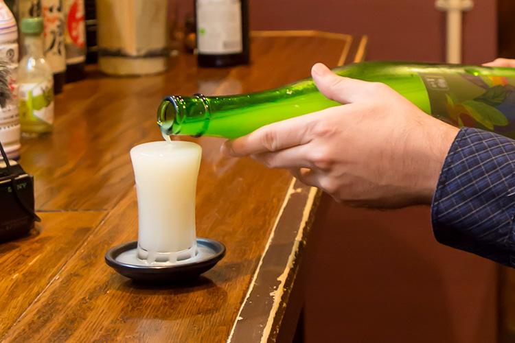 にごり酒をはじめ日本酒は常時8~10種類(1杯700円前後)。