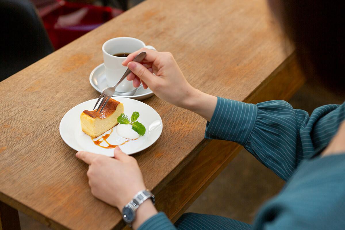 ひとりでも入りやすいスタイリッシュなカフェ