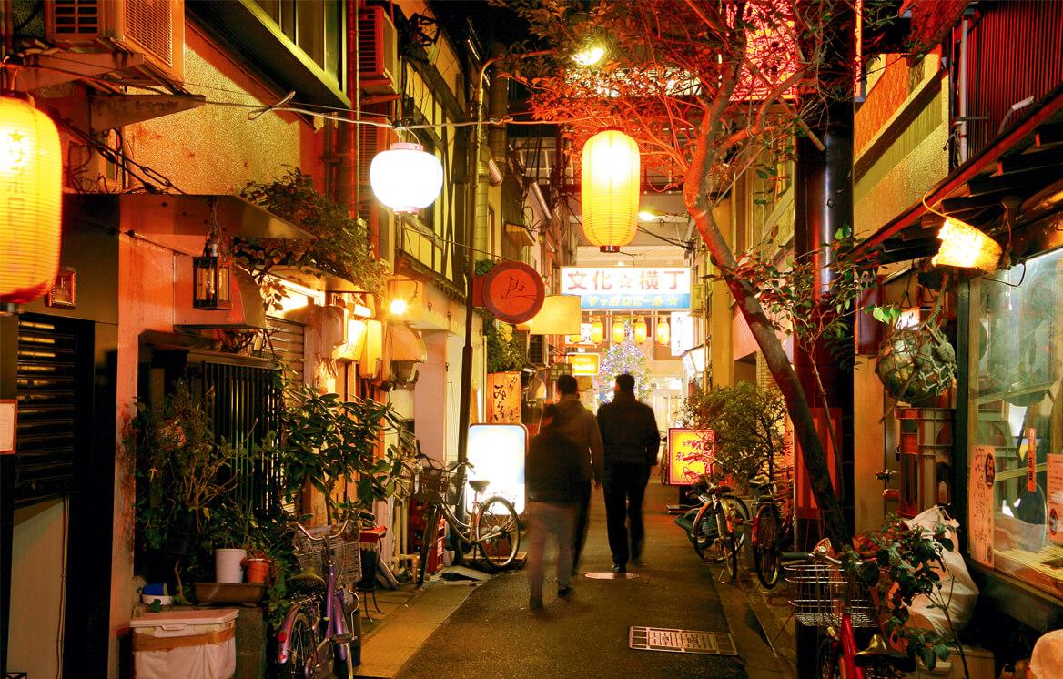 """特集:暖簾の先のディープな""""地元""""へ仙台の横丁ではしご酒"""