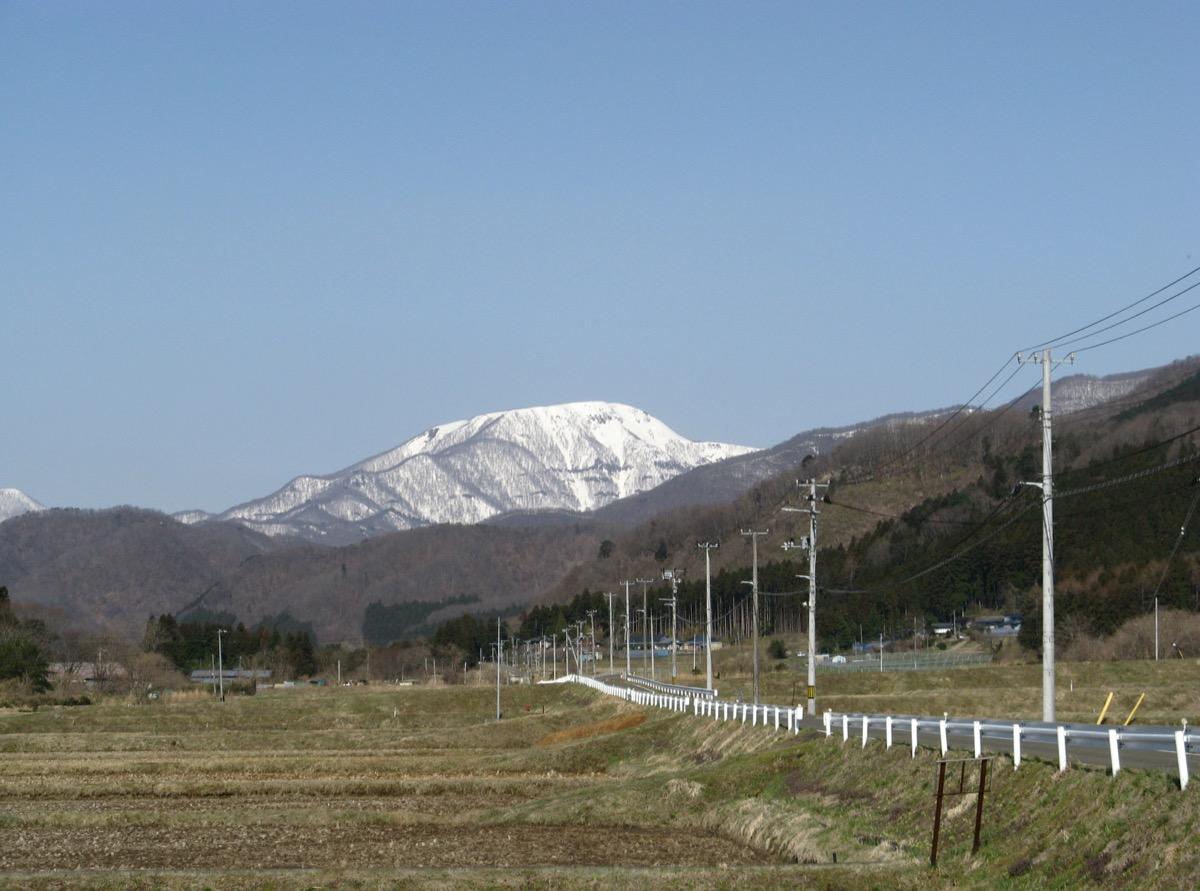 春先でもまだまだ雪が残っている