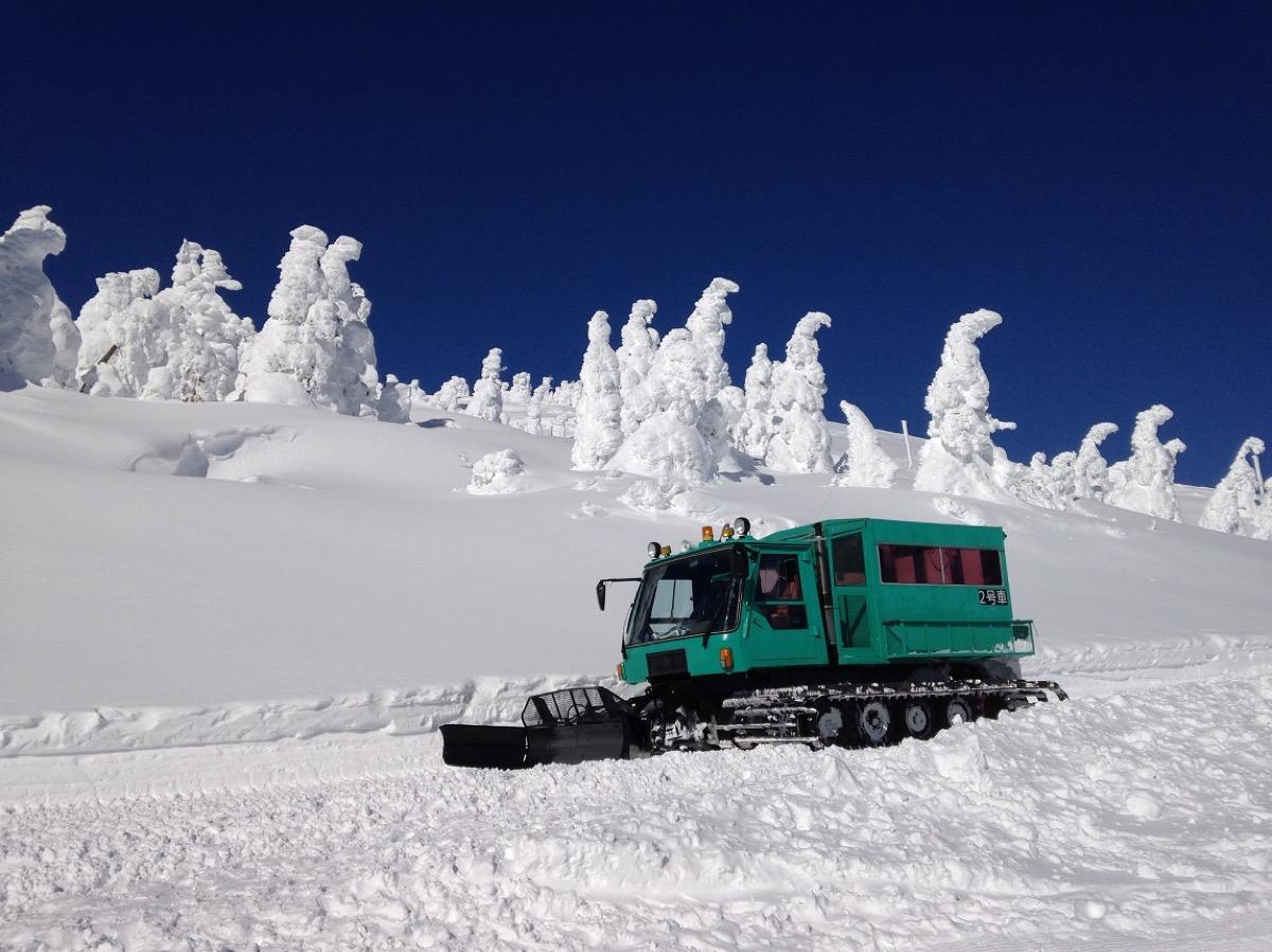 暖房付き雪上車にのって-10℃の樹氷原までお連れします
