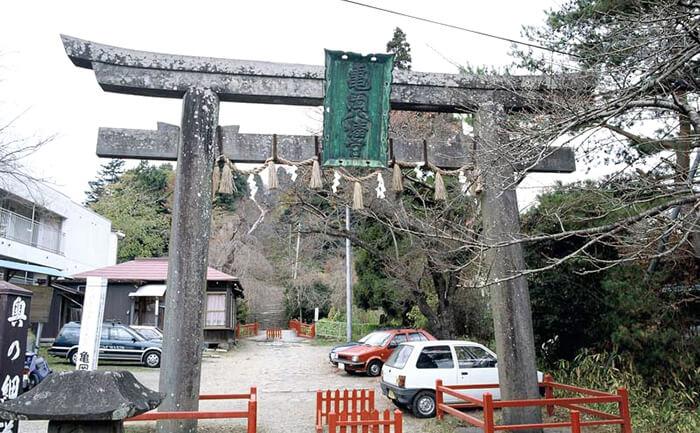 歴史的建造物:亀岡八幡宮
