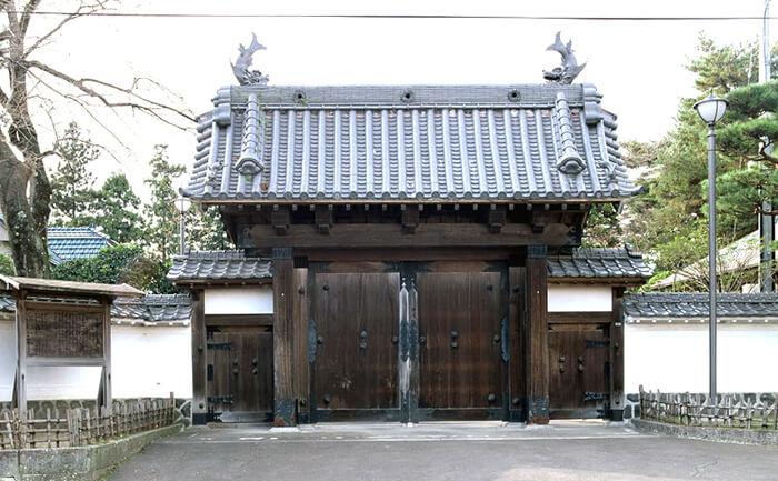 歴史的建造物:宮城県知事公館正門(旧仙台城門)