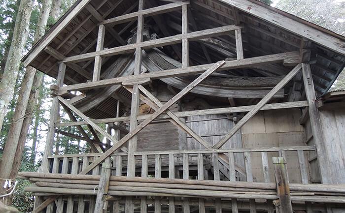 歴史的建造物:宇那禰神社本殿