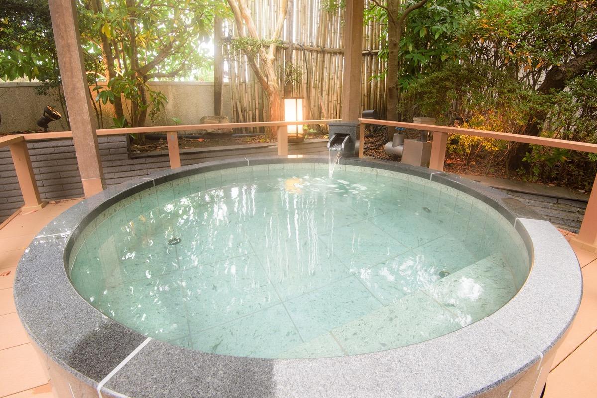 花ごころの湯新富亭石造り露天風呂