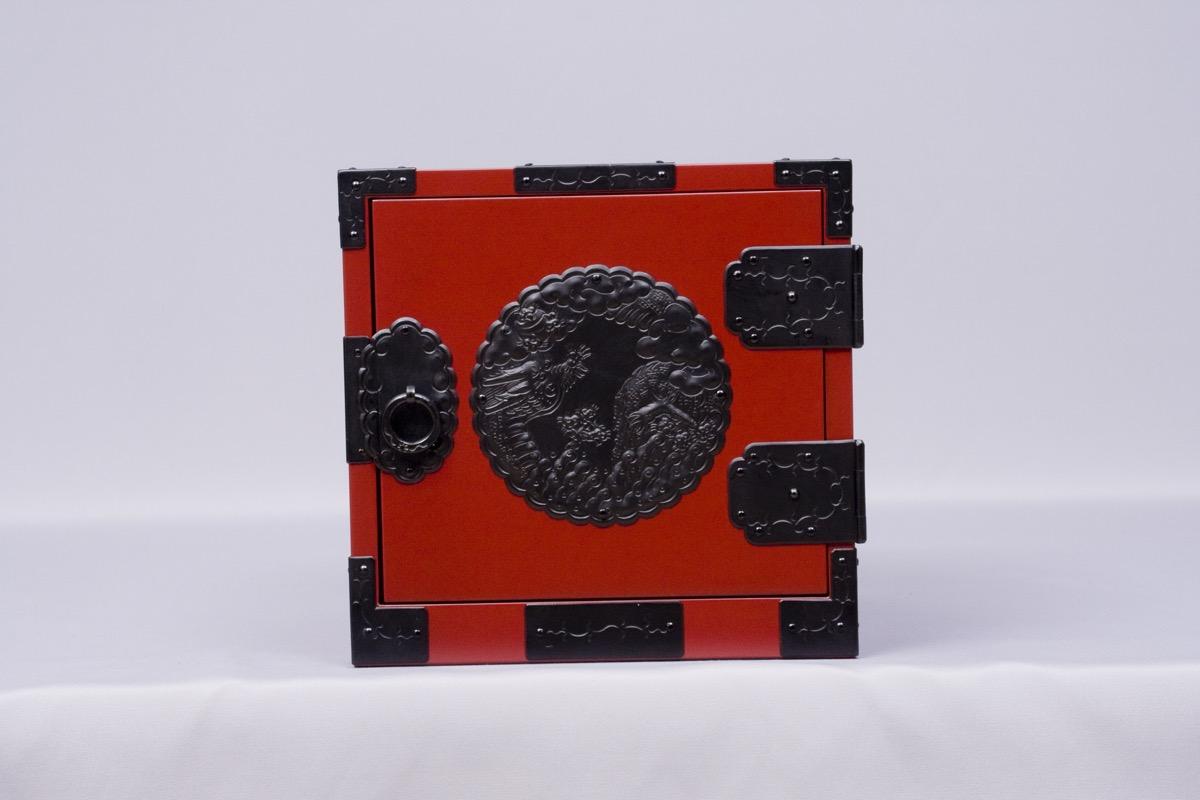 八寸帖箱 朱塗・龍金具(8寸×8寸×8寸)
