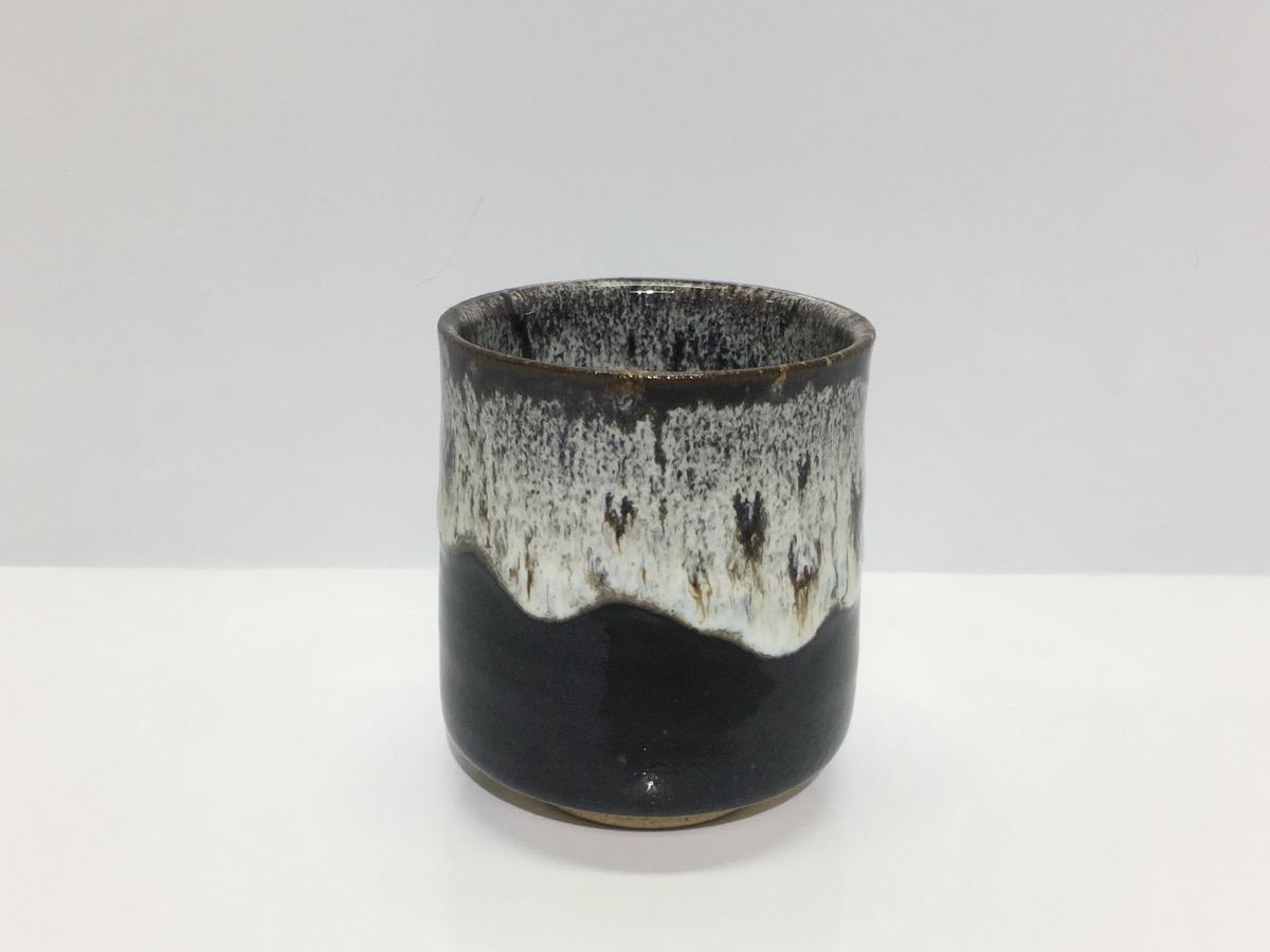 堤焼 海鼠釉 湯呑の様子