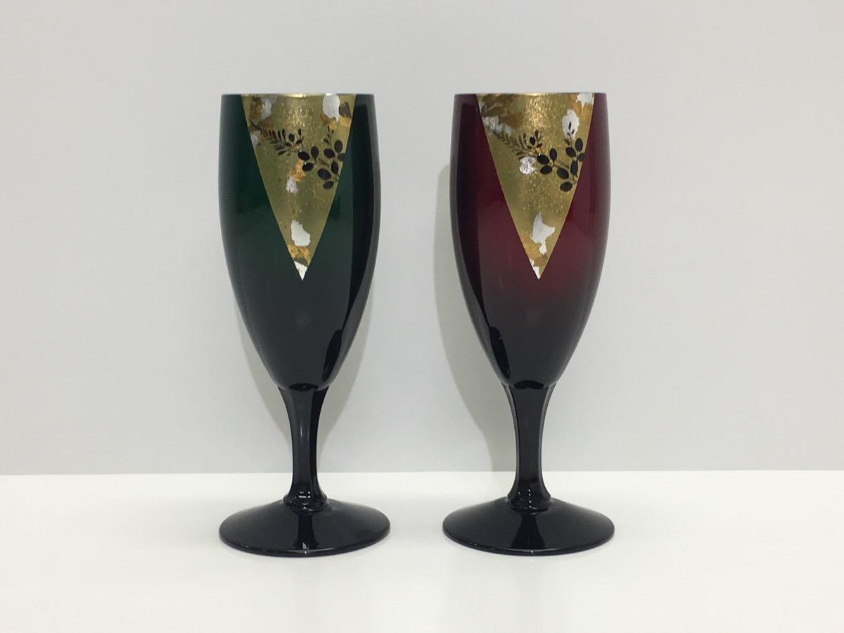 玉虫塗ペアワインカップの様子