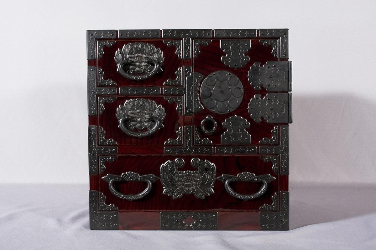 伊達家紋づくし小箪笥(1尺2寸×1尺2寸×1尺)