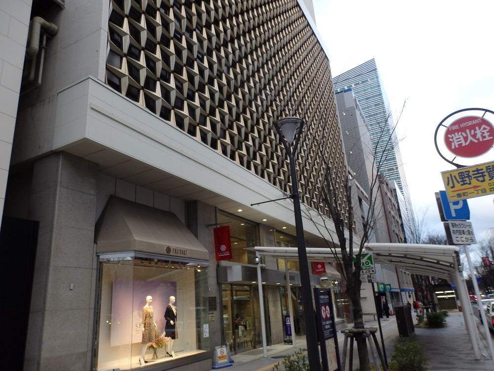 藤崎百貨店 青葉通り玄関の様子